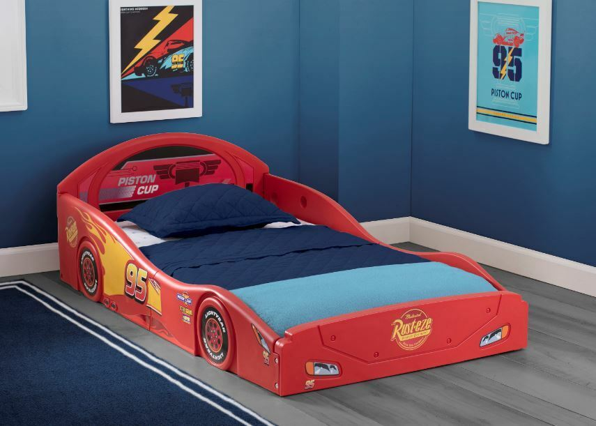 Disney Pixar Cars Lightning McQueen Race Car Sleep and Play