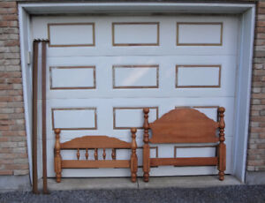 SOLID MAPLE ROXTON TWIN/SINGLE SIZE BED (head and footboard)