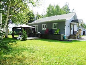 Jolie maison - Garage Isolé - Louise Boulanger -ROYALE LEPAGE Lac-Saint-Jean Saguenay-Lac-Saint-Jean image 1