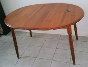 Yu Go Extendable Round to Oval Dining Table ~ Table à Manger