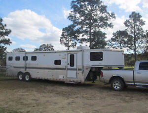2001 Sundowner 4 horse L/Q Trailer, loaded