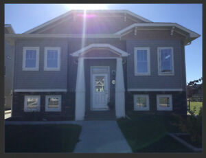 Sylvan Lake Short/Long Term Fully Equipped, Bright Legal Suite