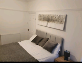 Quality Double Room 10 mins walk from City Centre