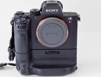 Sony A7R2 body + VG-C2EM Battery grip, 6 batteries, 2 chargers