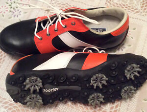 Youth size 5.5 golf shoes (mint condition)