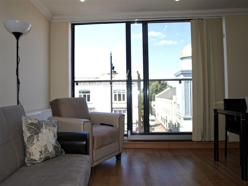 Very spacious 1 bedroom flat to rent on Stoke Newington Road, furnished, first floor