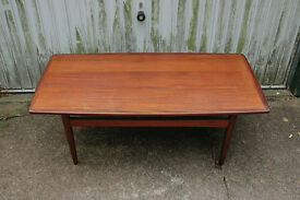 VINTAGE RETRO MID CENTURY DANISH SCANDINAVIAN TEAK COFFEE TABLE