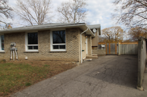 3 BEDROOM MAIN FLOOR HOME (2 LEVELS) IN NORTH ST. CATHARINES