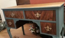 Beautiful vintage walnut 4 drawer desk