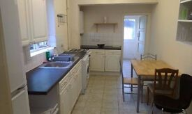 TOOTING BROADWAY ROOM AVAILABLE TO COUPLES BILLS IN QUIET LOVELY HOME