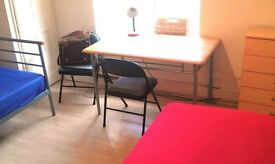 s. NORTH LONDON , MANOR HOUSE , Perfect twin room available