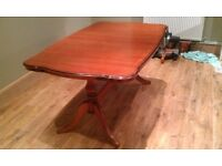 Dining table & 8 chairs, 2 of which are Carvers