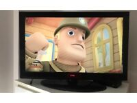 32 LCD inch Tv with stand and wall bracket