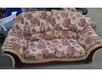 Beautiful 2 seater sofa with matching chair (L delivery is available)