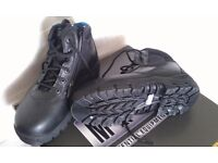 HEAVY DUTY BOOTS/SHOES STEEL FRONT, SIZE 5 , MADE BY MAGNUM, NEW AND BOXED, COST £130, NOW ONLY £25
