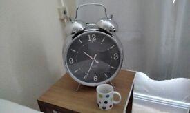 Giant alarm clock (12/18 inches)