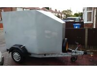 Box or motorbike trailer. Very secure with brakes
