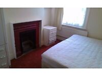 COUPLES WELCOME DOUBLE ROOM WITH BILLS INCLUDED AVAILABLE IN TOOTING MINUTES TO STATION