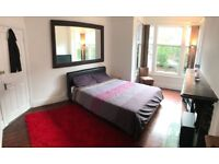 Dbl room available in spacious house in Burley.