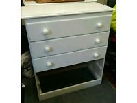 Chest drawer 5 drawers solid wood. Bedroom. White. VG condition.