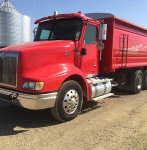 2000 IH eagle 9200 Grain Truck