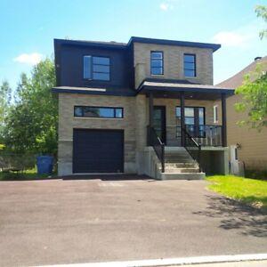 Magnifique maison à vendre à Saint-Jérôme. À qui la chance