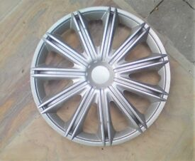 15 inch Wheel Trims Universal x 4 fits all 15 Inch Wheels.