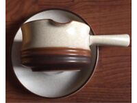 DENBY GRAVY BOAT WITH DISPLAY PLATE BROWN & CREAM