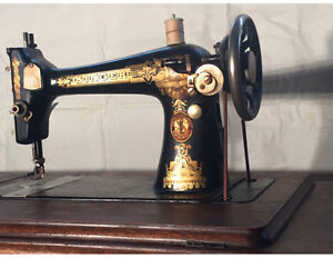 "ANTIQUE ""SINGER SEWING MACHINE"""