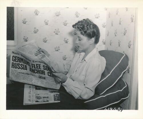 TALULLAH BANKHEAD Original CANDID Dressing Room Vintage 1944 Fox Snapshot Photo
