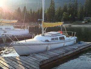 Catalina 22 with trailer. Own a classic!