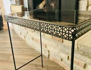 Table de salon rétro en métal et dessus en vitre fumée