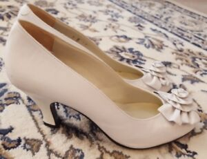 """Ladies White all leather (made in Spain) 2 1/2"""" high heel dress"""