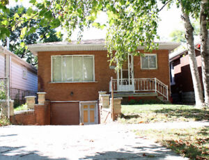 3 BDRM HOUSE IN QUIET WEST END NEIGHBORHOOD $1175+ AVAILABLE