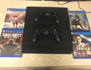 *PS4 with 2 controllers and 4 games!! Practically new!