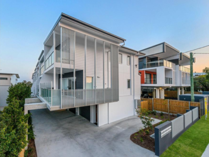 Outstanding 3 Level Townhouse-just 7k from Brisbane CBD