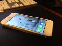 * IPHONE 5 32GB i white & silver in good condition