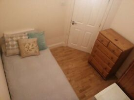 Great Single Room to Rent - £120PW - Great location in Harlesden - Contact Ines - 07872595979