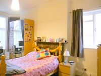 1 double room left in professional share close to CC. Bills inc. No fees to pay! :)