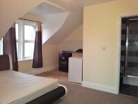 Abingdon Road, Furnished Studio flat available now to single prof/ mature student - Excl Electric