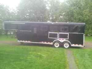 3 Horse trailer, slant load, gooseneck with large tack room