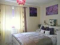 Cosy double room in 3 bedroom immaculate home available - All bills included