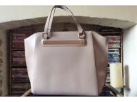 Tote bag with gold trim