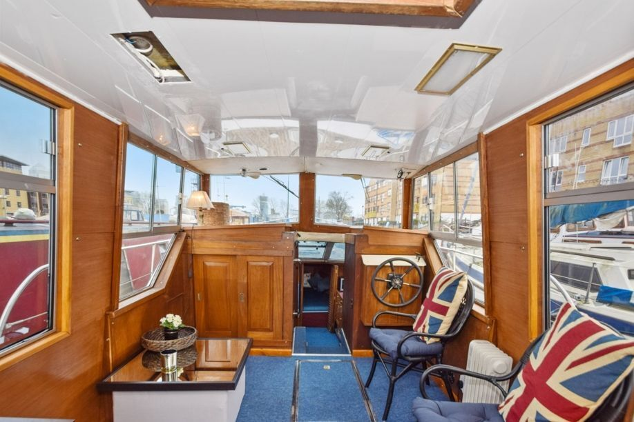 LARGE FURNISHED 1 BED BOAT AVAILABLE - IDEAL FOR COUPLES
