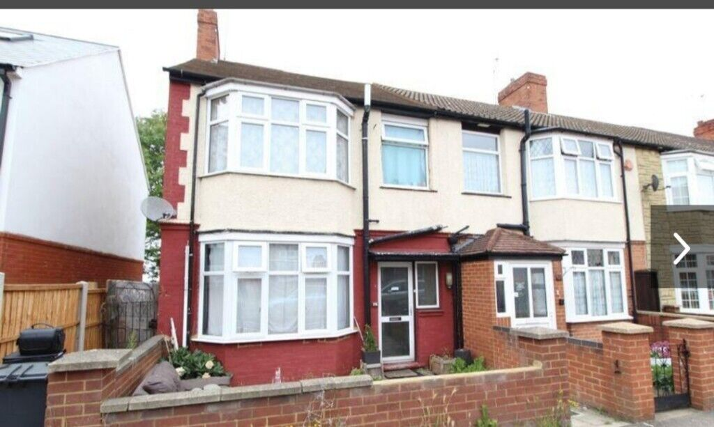 Awe Inspiring 3 Bed House For Rent In Luton Bedfordshire Gumtree Home Interior And Landscaping Pimpapssignezvosmurscom
