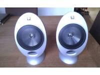 Kef (Eggs) KHT 2005.2 3 Speakers + 2 Kef Stands