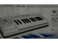 Behringer UMX25 MIDI controller keyboard