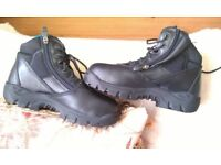 HEAVY DUTY BOOTS/SHOES HARD FRONT, SIZE 5 , MADE BY MAGNUM, NEW AND BOXED, COST £100, NOW ONLY £20