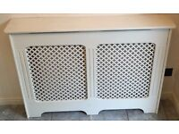 Radiator cover with lattice effect inserts
