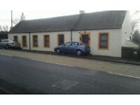 Large 3 Bedroom Detached Cottage - 4 Car Private Parking - High Ceilings Throughout - Kitchen/ Diner